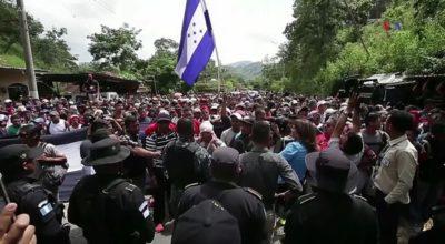 Salvadoreños en la caravana de migrantes rumbo a Estados Unidos